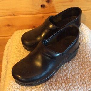 Dansko Clogs Size 38 Black